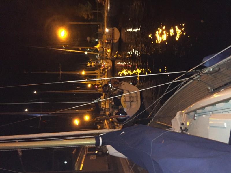 Start van de nachtdoorvaart in de Nieuwe Meer-sluis